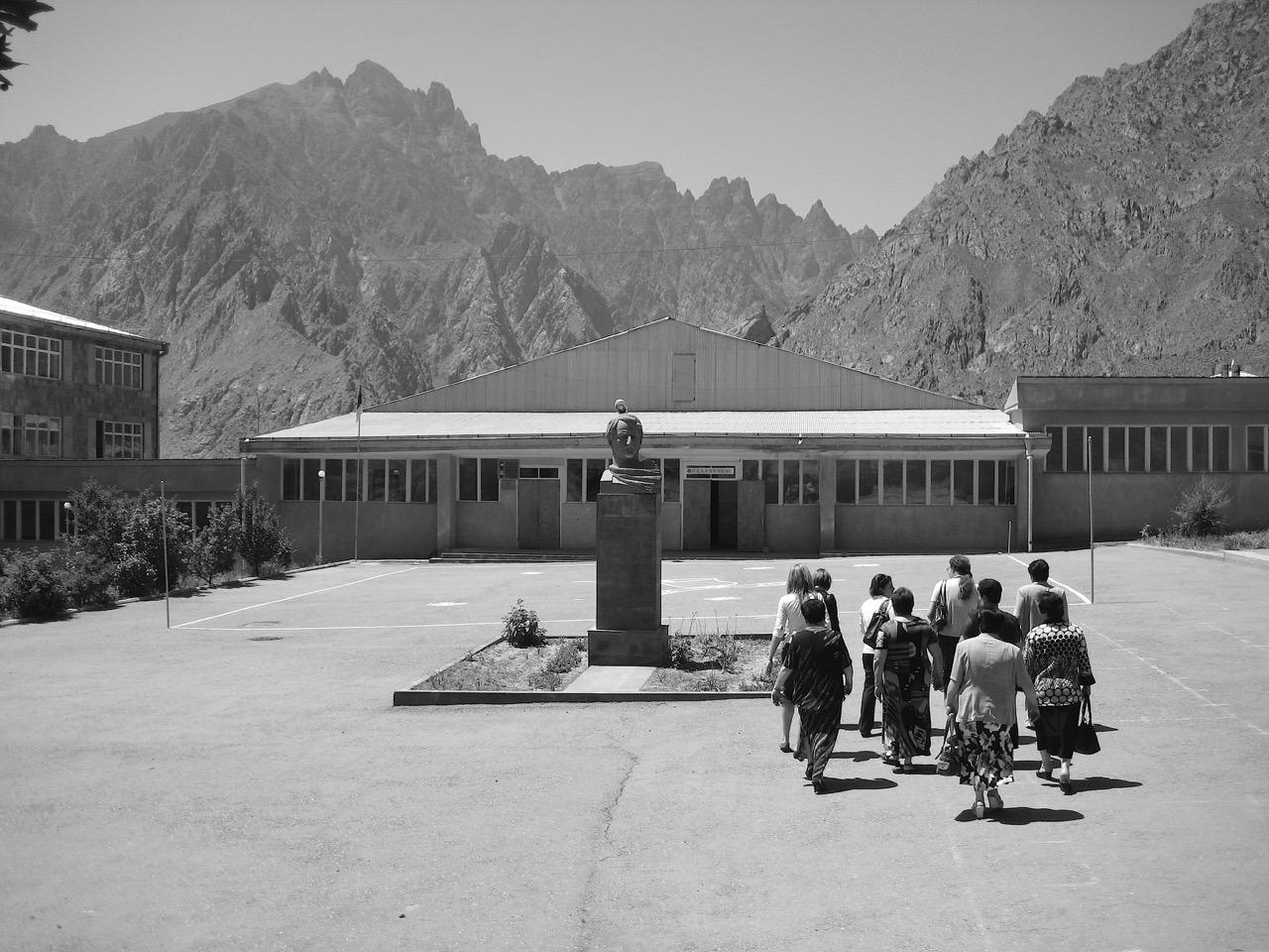 Foto: Agarak. Aus: Eriwan. Kapitel 4. Aufzeichnungen aus Armenien von Marc Degens.
