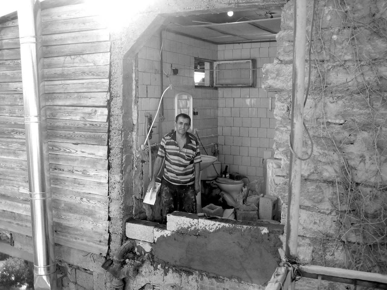 Foto: Badezimmer. Aus: Eriwan. Kapitel 6 Aufzeichnungen aus Armenien von Marc Degens.