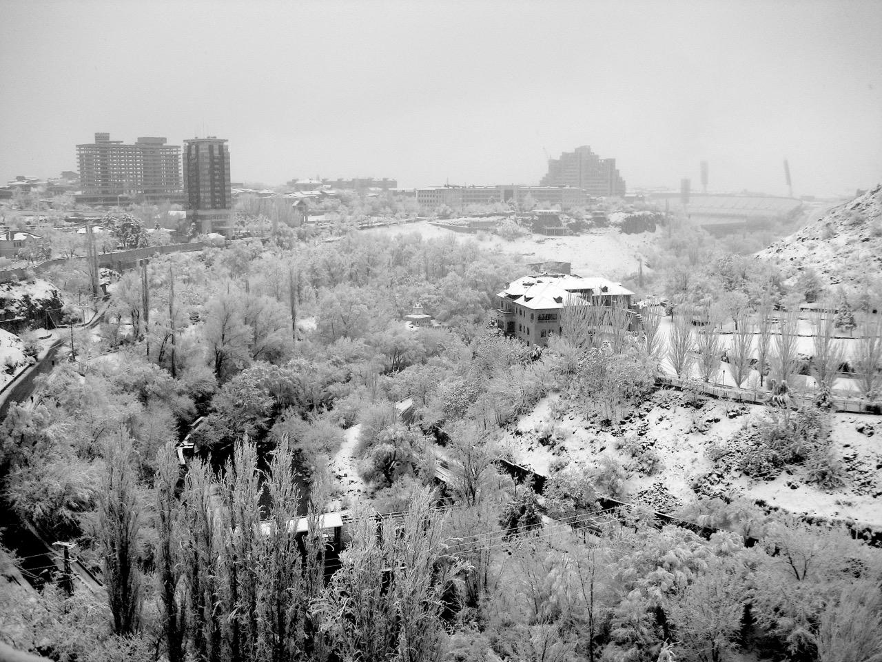 Foto: Eiszeit. Aus: Eriwan. Kapitel 7. Aufzeichnungen aus Armenien von Marc Degens.
