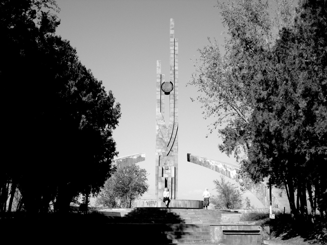 Foto: Eriwaner Denkmal. Aus: Eriwan. Kapitel 3. Aufzeichnungen aus Armenien von Marc Degens.