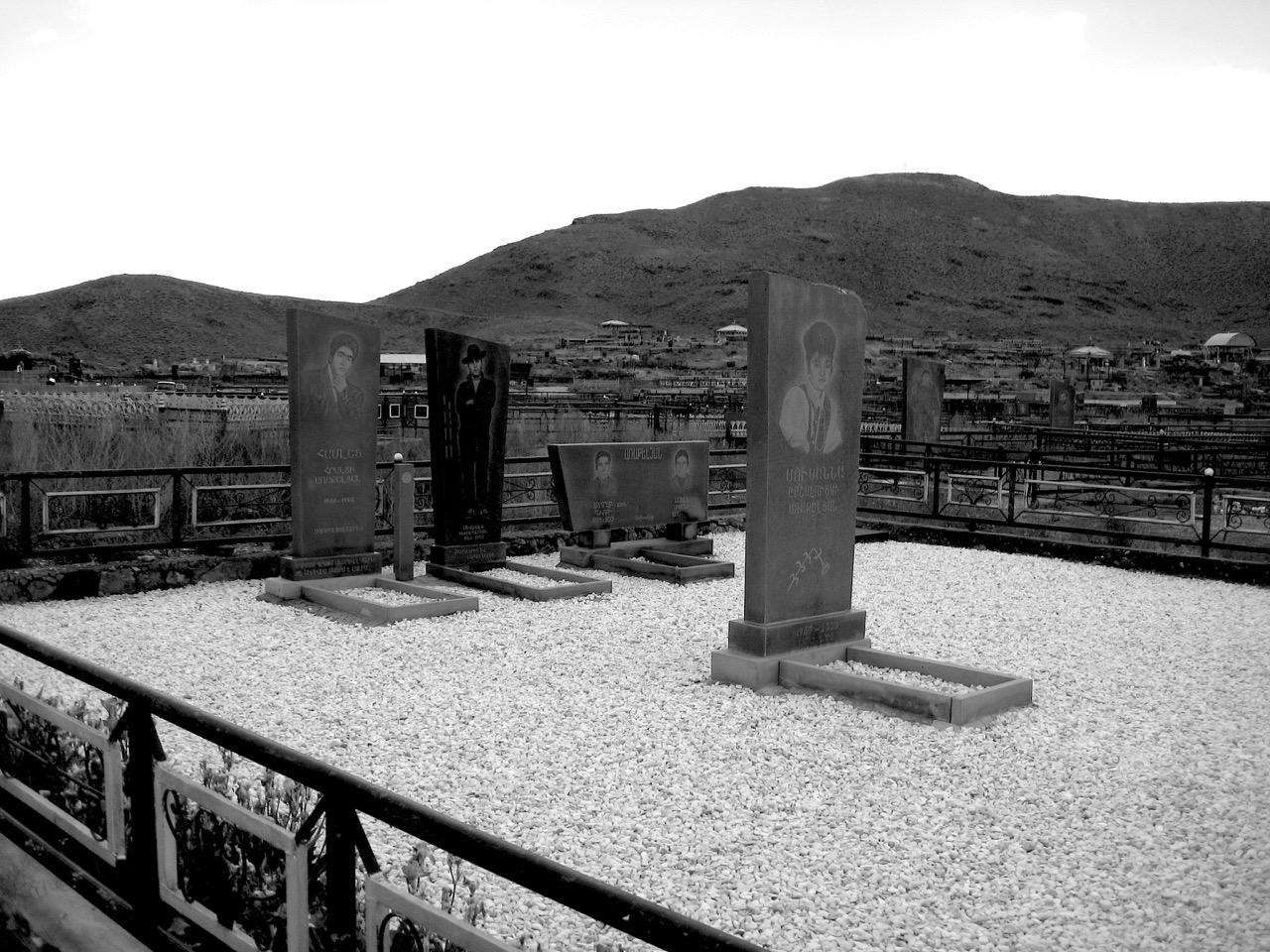 Foto: Friedhof. Aus: Eriwan. Kapitel 6 Aufzeichnungen aus Armenien von Marc Degens.