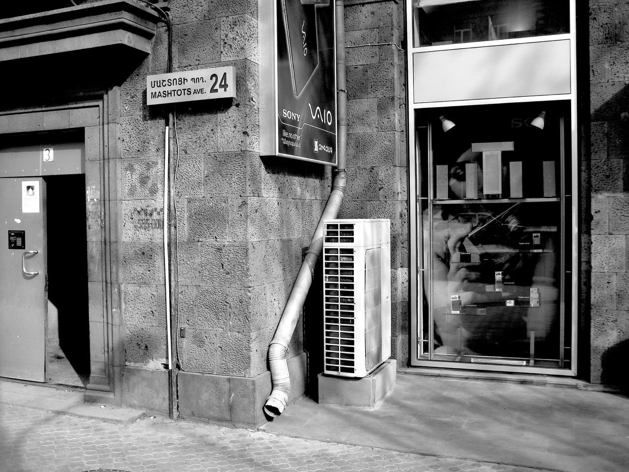 Foto: Mashtots. Aus: Eriwan. Kapitel 5. Aufzeichnungen aus Armenien von Marc Degens.