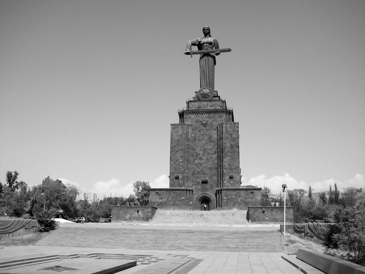 Foto: Mutter Armenien. Aus: Eriwan. Kapitel 5. Aufzeichnungen aus Armenien von Marc Degens.
