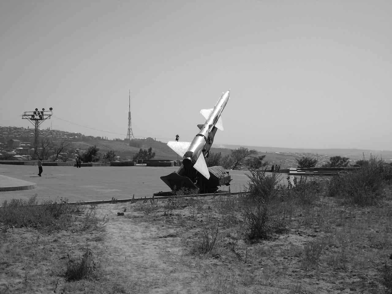 Foto: Rakete. Aus: Eriwan. Kapitel 5. Aufzeichnungen aus Armenien von Marc Degens.