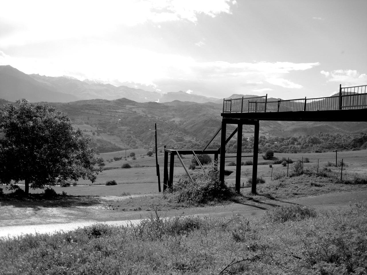 Foto: Rast vor Kapan. Aus: Eriwan. Kapitel 4. Aufzeichnungen aus Armenien von Marc Degens.