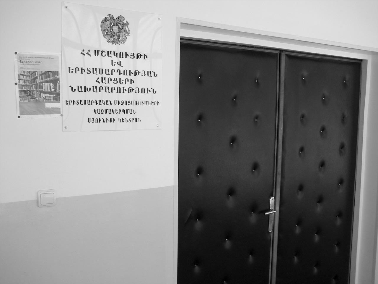 Foto: Schöner Lesen. Aus: Eriwan. Kapitel 4. Aufzeichnungen aus Armenien von Marc Degens.