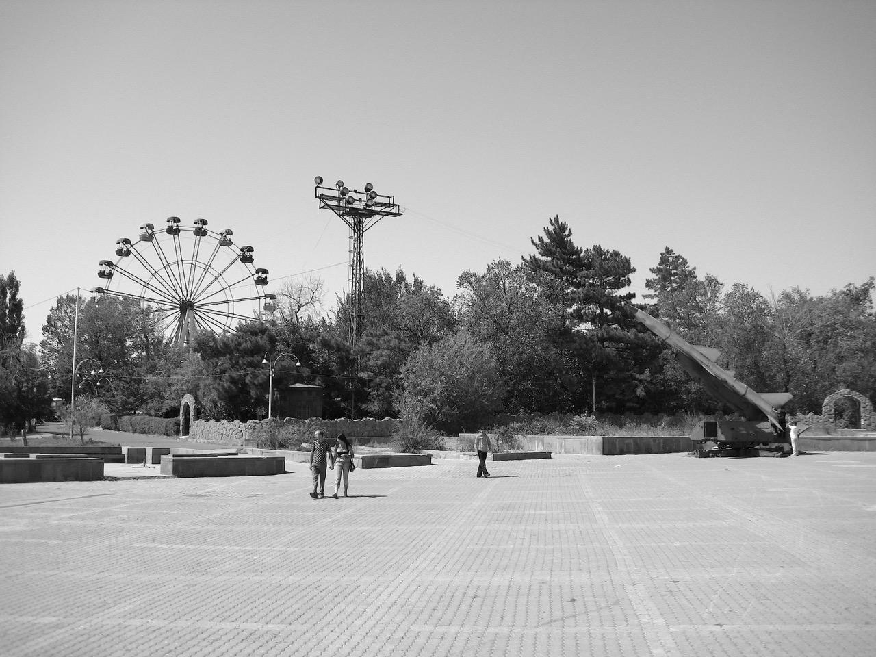 Foto: Sonntagsspaziergang. Aus: Eriwan. Kapitel 5. Aufzeichnungen aus Armenien von Marc Degens.