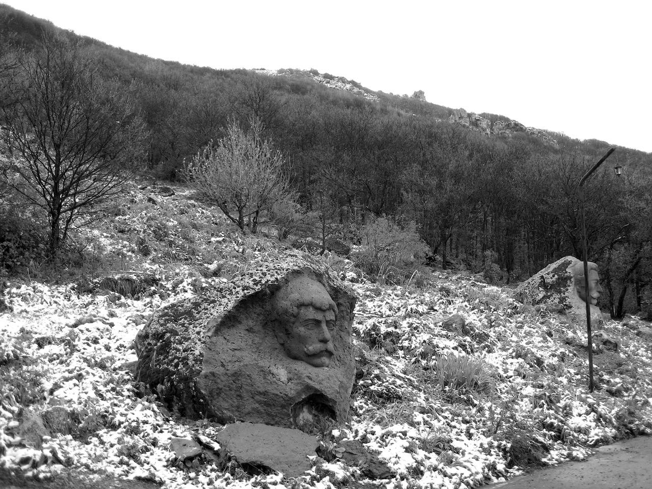 Foto: Spaziergang in Dschermuk. Aus: Eriwan. Kapitel 4. Aufzeichnungen aus Armenien von Marc Degens.