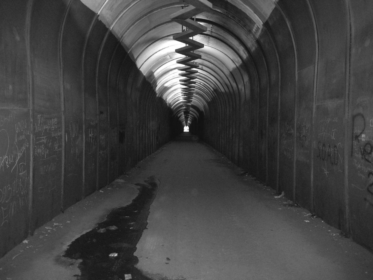 Foto: Tunnel. Aus: Eriwan. Kapitel 2. Aufzeichnungen aus Armenien von Marc Degens.