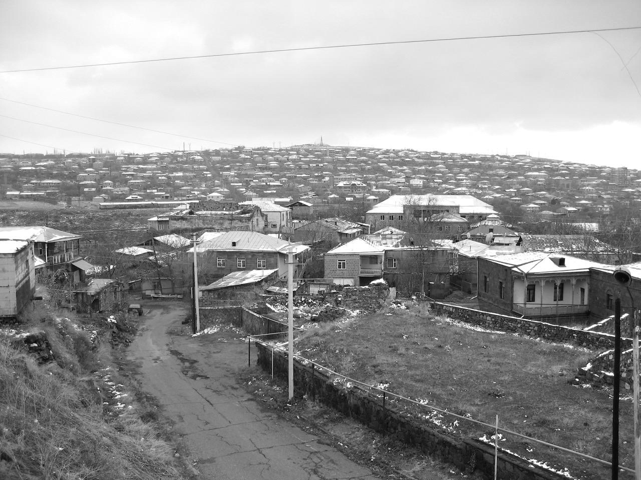 Foto: Unterwegs. Aus: Eriwan. Kapitel 5. Aufzeichnungen aus Armenien von Marc Degens.